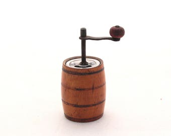 Vintage Wooden Pepper Mill, Small Wood grinder 70s, Rustic style decor