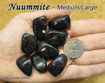 Nuummite tumbled stone for crystal healing (Nuumite)
