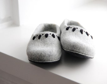 Felted slippers Grey - made to order  - handmade womens slippers - eco friendly - Eco-Friendly Clothing - Valentines gift - gift for her