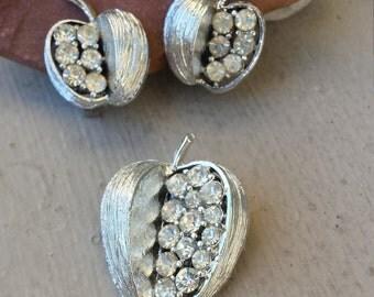 Vintage Silver Rhinestone Apple Brooch & Clip On Earrings Demi Parure Set Teacher Jewelry Gift Fruit Jewelry Mid Century Earrings Pin Set