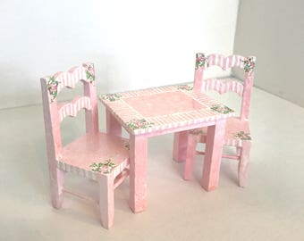 COTTAGE CHIC Nursery Play Table & 2 Chairs 1:12 Dollhouse Miniature Furniture Hand-Painted Pink White Girl