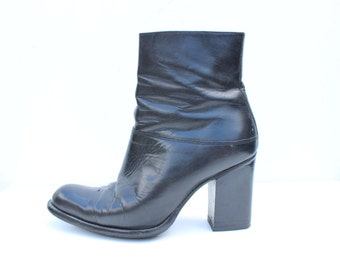 90s Nine West Minimal Leather Chunky Platform Ankle Boots with Stacked Heel + Almond Toe / Euro 39 / AU 8 / UK 6