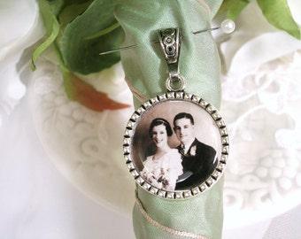 Bridal Bouquet Charm Bride Photo Memory Charm Gift for Bride Charm for Bridal Bouquet Groom Lapel Charm Wedding Memory Keepsake Bridal Gift