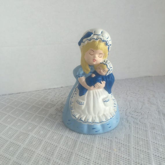 Ceramic mother and baby figurine vintage s day