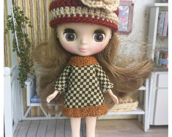 """Petite Blythe / Little Dal Outfit : """"Brown and Flower Set"""" (Dress and Crochet hat)"""