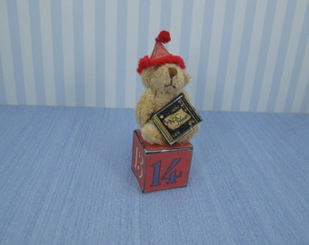 Gaël Miniature  Vintage Games teddy Bear in cube Dollhouse Miniature child game Accessory toy, Handmade