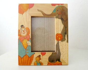 """Handcrafted FETCO Wood Circus Frame, Nursery Picture Frame, Children's Decor, Opening 4.5"""" by 3"""""""