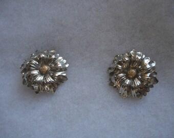 Vintage Silver Tone Aster Pierced Earrings, Asters, Floral Silver Tone Gold Eye Pierced Earrings, Summertime Stud Earrings, Flower Earrings