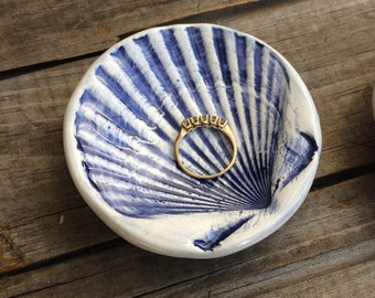 Scallop Shell Ring Bowl, blue Shell jewelry Holder, Shell Ring dish, Shell pill dish, Nautical handmade Pottery, Nautical tea bag holder
