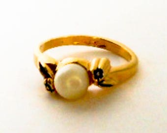 Vintage Clark & Coombs  Gold Tone Pearl Ring          Size 5 Skinny Ring