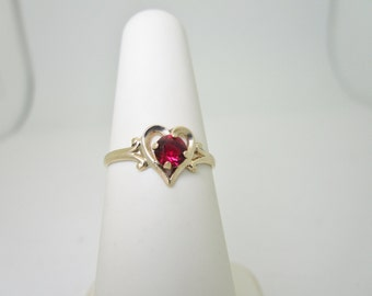 Beautiful Heart! 10K Solid Gold .30 ct ROYAL RED RUBY Heart Ring Size 5 1/4 R1346