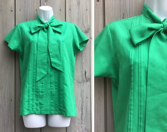 Vintage blouse | 1960s Gailord emerald green short sleeve pussy bow secretary blouse with pintucks - Sold as is