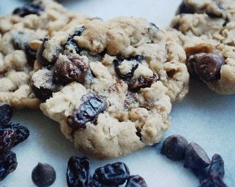 VEGAN Oatmeal Raisin Cookies // Oatmeal Chocolate Chip Cookies // Vegan Gift