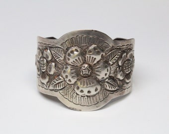 Vintage Mexican Silver Hand-Engraved Repousse Cuff - Exceptional Quality