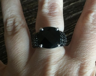 Stunning Sterling Silver Ring Size 6.25 Stunning Black