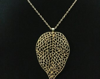 Vintage Large Gold Tone Leaf Pendant Necklace (JT4)