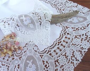Antique Lace Runner , Vintage  Linen,  Table Runner ,  Dresser Runner , Shabby Chic  Decor , Wedding Gift
