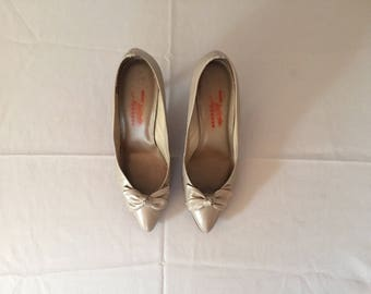 cloudy gray bow pumps | leather wave heels | 7.5
