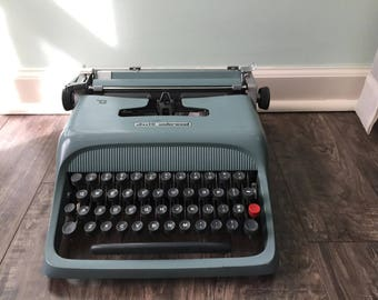 Ollivetti- Underwood Studio 44 Typewriter