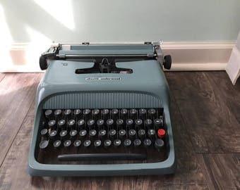 Ollivetti- Underwood Studio 44 Typewriter
