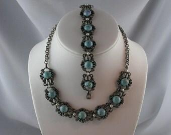 Gorgeous Turquoise Blue Glass Cabochon Necklace Bracelet Earring Set