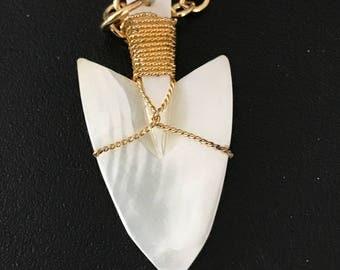 Vintage arrow head pendant with chain.