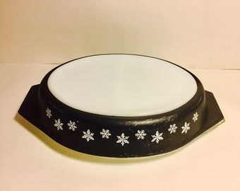 Pyrex Snowflake Oval Baking Divided DishBlack White w/ Lid