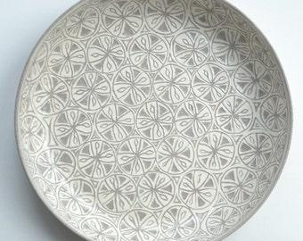 Grey bowl with sgraffito