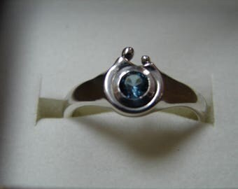 Solid Sterling silver Mother's ring. Mother with child ring.