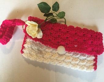 Elegant crocheted clutch