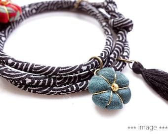 Japanese jewelry Kimono Bracelet, Necklace - HANA MORI - Japanese chirimen fabric cord, golden, Sashiko wave Light grey in black
