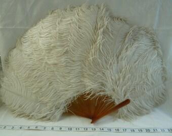 Vintage ostritch feather fan. Burlesque feather fan. Steampunk ostitch feather fan. Vintage feather fan. Ivory wedding feather fan.