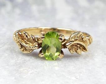 Vintage / 9ct Yellow Gold Dainty Green Peridot Gemstone Leaf Twist Ring / Size J