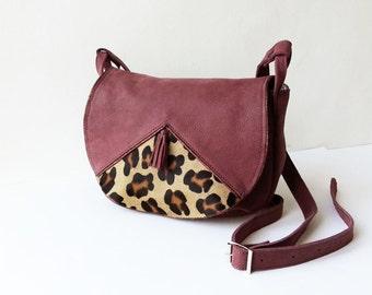 Crossbody bag, saddle bag, handbag, shoulder bag, maroon leather, adjustable shoulder strap, pocket inside with zipper,cotton printed