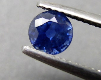 Round blue Sapphire, approx 1,10 ct, with opinion