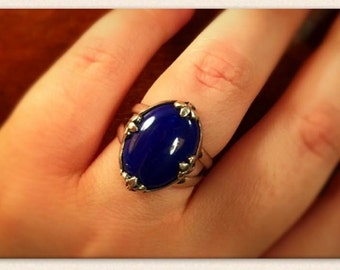 Sterling Silver ring with Lapis Lazuli cabachon