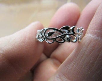 Hand Made 925 Silver Floral Band Size 8