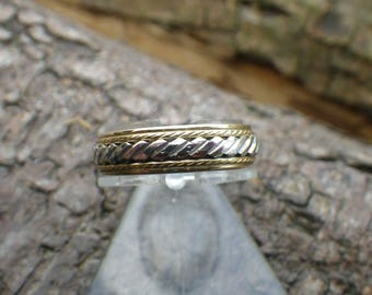 Vintage 9ct Yellow and White  Gold Pattern Wedding Band Ring