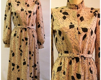 Afternoon Leaves / Vintage 70s Print Dress / Silky Belted 1970s Dress