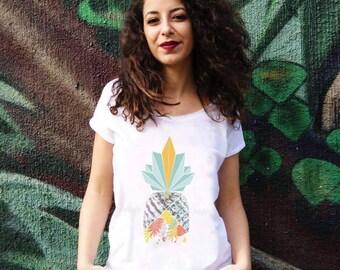Soldes. Tshirt coton biologique pour femme blanc et motif imprimé. Ananas graphique dessiné sur le tshirt. Manches courtes retroussées.