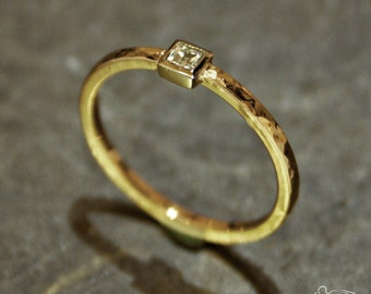 Yellow gold ring and white gold setting with carrè cut diamond