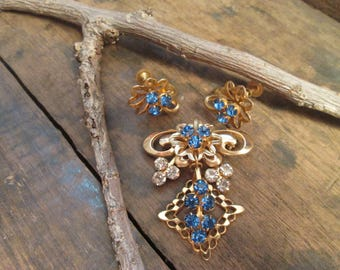 vintage gold tone petite blue and clear round rhinestone brooch and screw back earring set