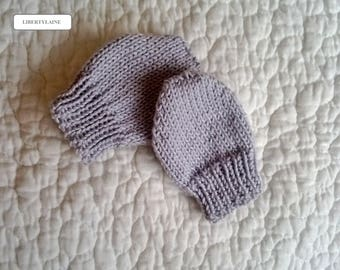 Little mittens handknit size newborn to 1 month Pearl gray color.