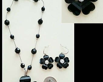 Vintage acrylic black flower pendant necklace and matching earrings.