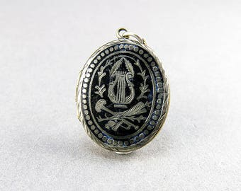 Antique Locket Pendant Picture Locket Black Enamel Locket Jewelry Victorian Jewelry Antiques Collectinles