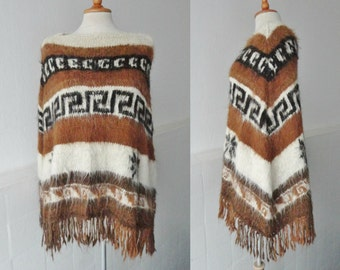 70s Vintage Alpacha Wool Poncho // Handknitted // Small Size