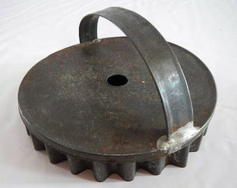 Antique Pastry Cutter or Tart Press - metal - possibly 1940s -farmhouse kitchen, rustic kitchen, kitchen tool, cookie cutter, primitiv decor