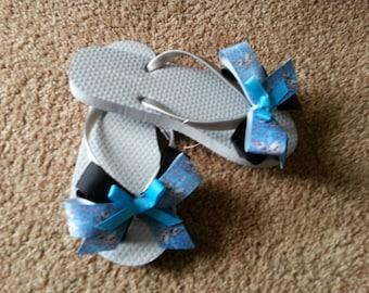 Girls Grey Flip Flops, Decorated Flip Flops, Old Navy Flip Flops, Olaf Grosgrain Ribbon, Black Grosgrain Ribbon and Blue Bows!