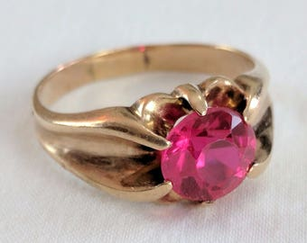 14k gold woman's ring with pink stone, US size 9 1/4