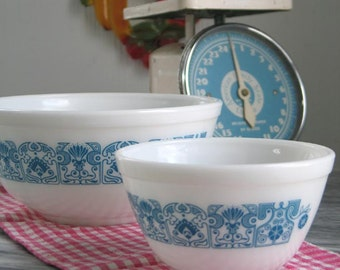 Vintage Pyrex Horizon Blue Nested Mixing Bowls
